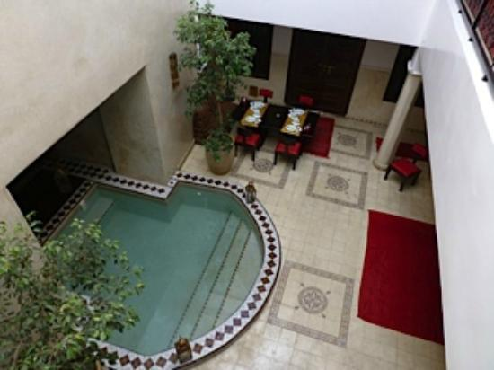 Riad Argan: View from the room to the reception area and pool
