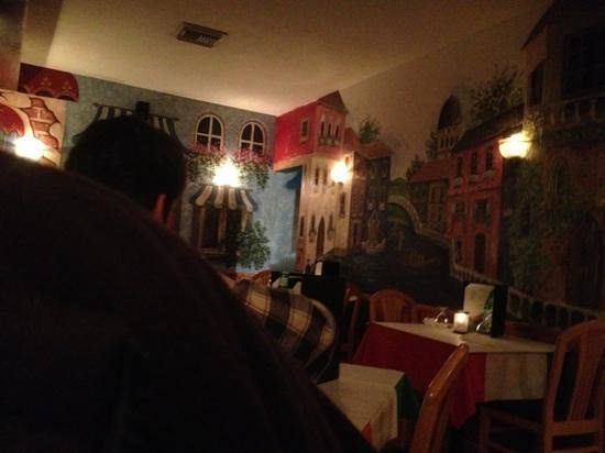 Villaggios: nice murals on wall, cozy tables