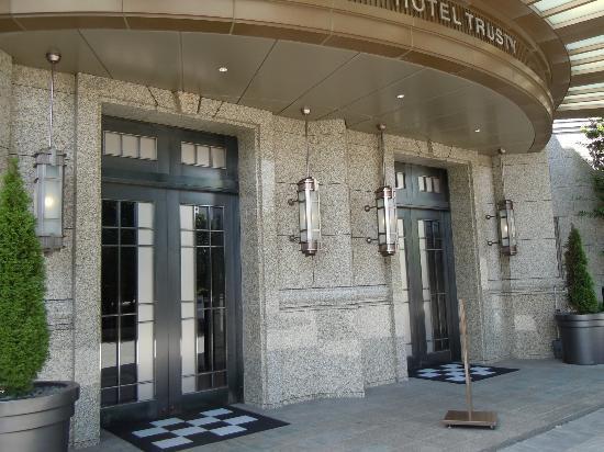 โรงแรมทรัสตี โตเกียว เบย์ไซด์: ホテルトラスティ東京ベイサイド エントランス