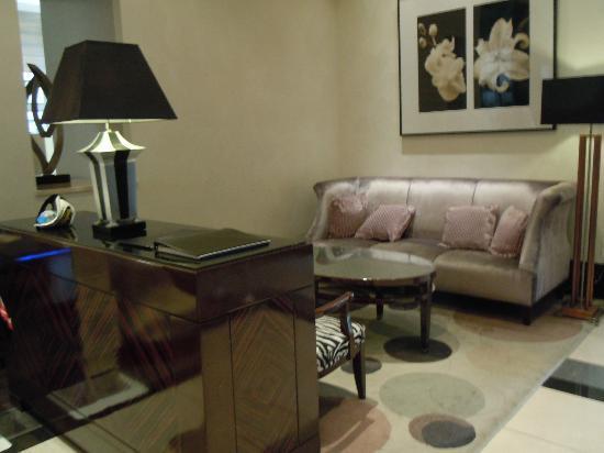 โรงแรมทรัสตี โตเกียว เบย์ไซด์: ホテルトラスティ東京ベイサイド ロビー
