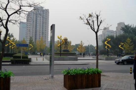 Park Plaza Beijing West : Outside the hotel, on the road