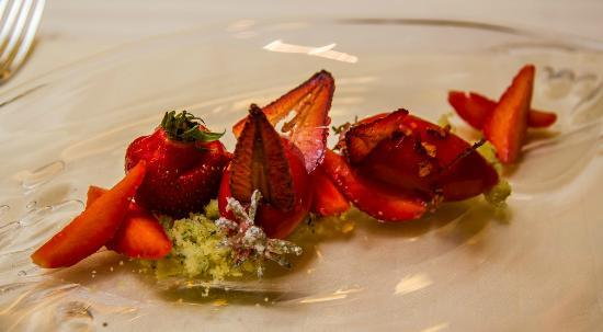 Restaurant Guy Savoy : Strawberry done a few ways
