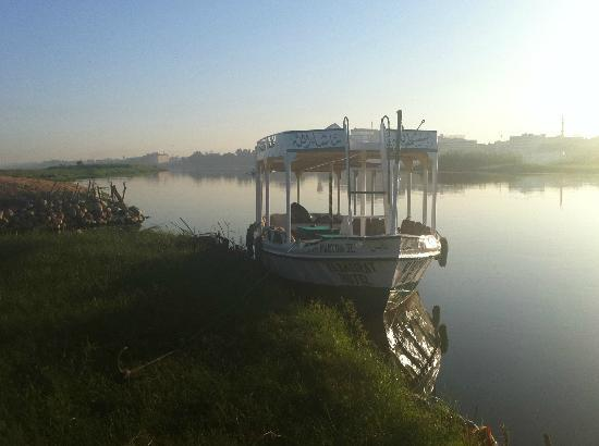 Al Baeirat Hotel: private shuttle boat to Luxor