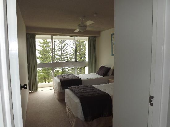 Solnamara Beachfront Apartments: 2nd bedroom