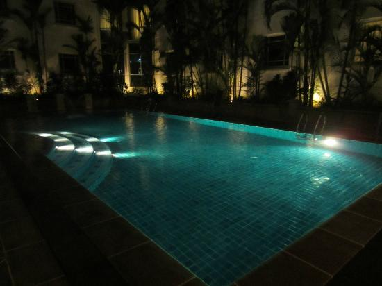 Rendezvous Hotel Singapore by Far East Hospitality: Pool area