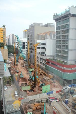 Rendezvous Hotel Singapore by Far East Hospitality: Construction down below.