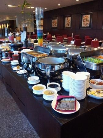 Grands I Hotel: breakfast