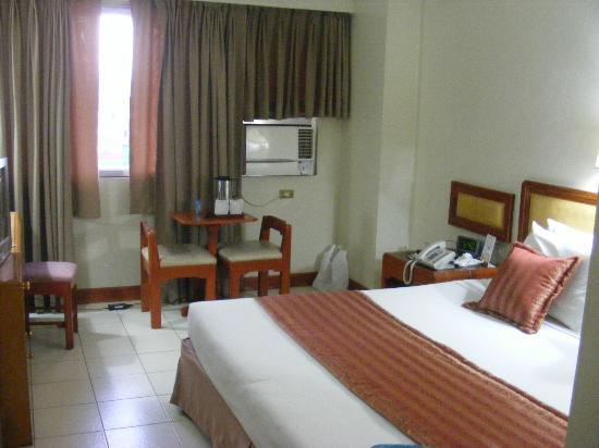 Palm Plaza Hotel: Room