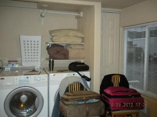 Sea Haven Motel: laundry area/closet