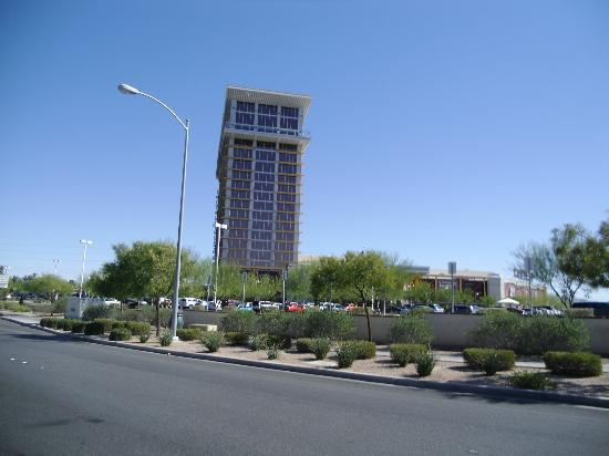Eastside Cannery Casino & Hotel: Front Hotel View