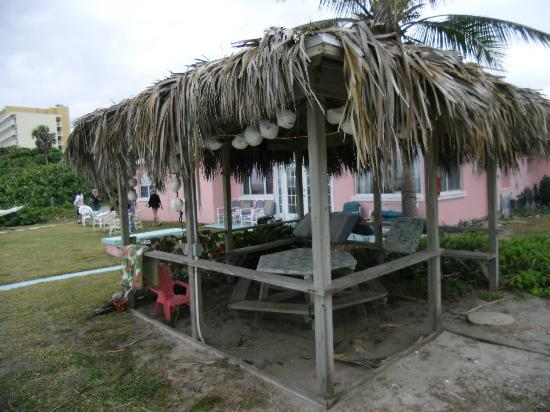 Sea Scape Motel - Oceanfront Getaway: The Tiki Hut