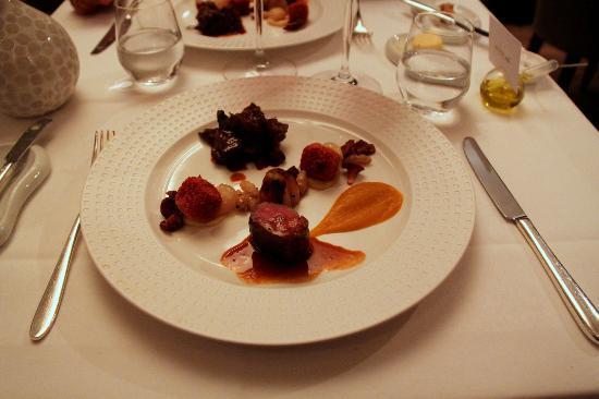 Va Doux Vent : Le chevreuil en deux cuissons, épices chaudes, betterave et choux rouge