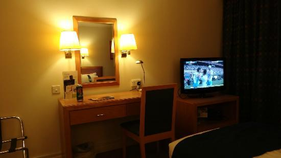 Holiday Inn London-Gatwick Airport: clean and quiet