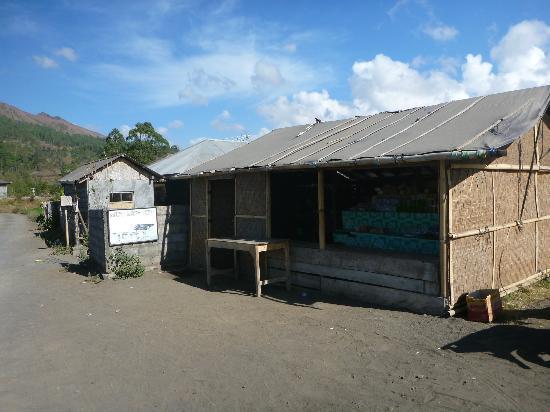 Mapa Lake View Bungalow: some shops