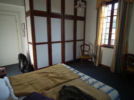 Hotel La Meridiana: Our room, the bathroom is neatly hidden!