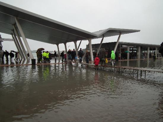 Hotel La Meridiana: Getting to the Waterbus stop during the Alta Marea. Wellies needed!