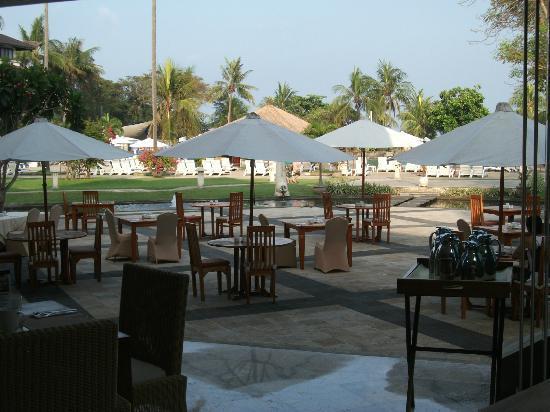 Discovery Kartika Plaza Hotel: breakfast scene