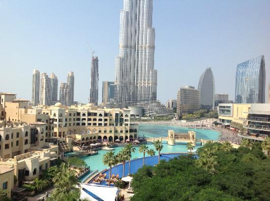The Address Downtown Dubai: Photo prise du balcon de la chambre avec vue sur piscine et Burj Khalifa