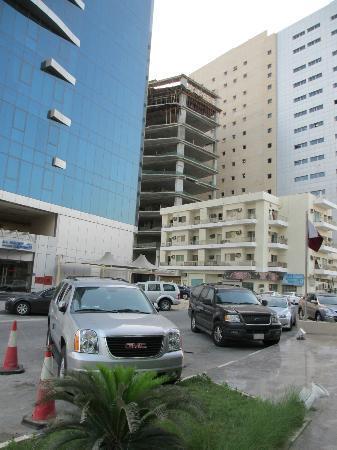 Swiss-Belhotel Doha: Eingang: Blick rechts