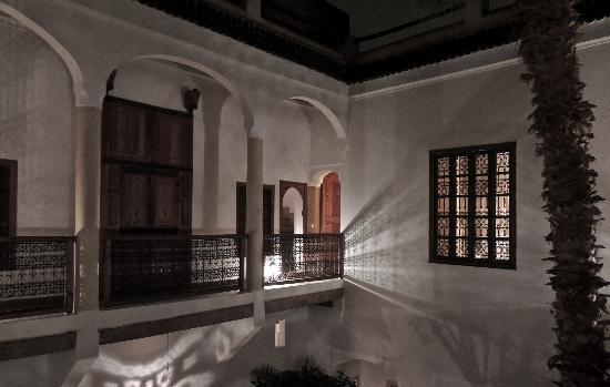 Riad l'Orangeraie: Nightime shadows