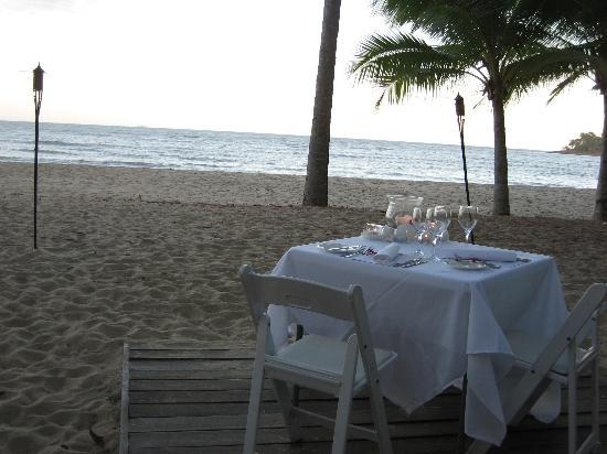 Kewarra Beach Resort & Spa: Romantic dinner on the beach