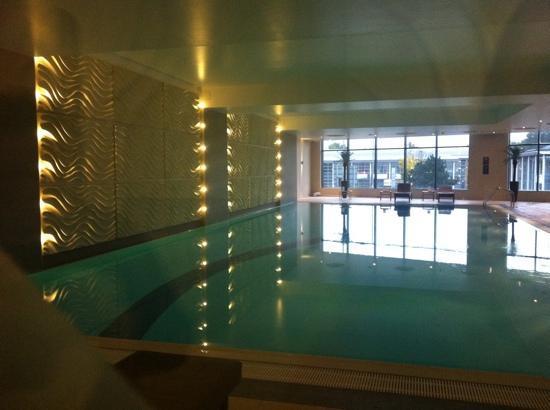 Holiday Inn Reading - M4, Jct 10: swimming pool