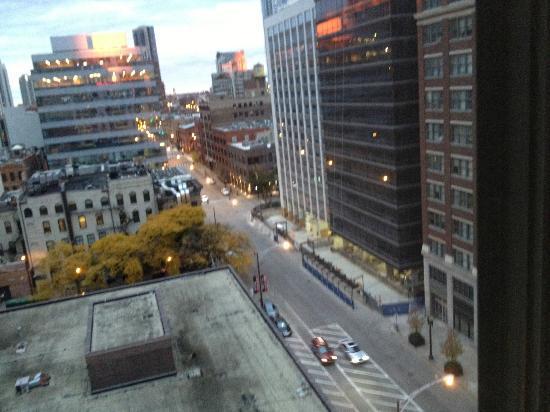 Hampton Inn & Suites Chicago - Downtown: Une autre vue de ma chambre du 11ème