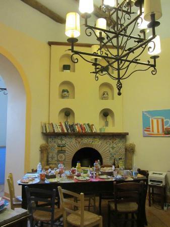 Casa Astarita Bed and Breakfast: Breakfast Area