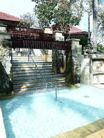 INTERCONTINENTAL Bali Resort: water fall