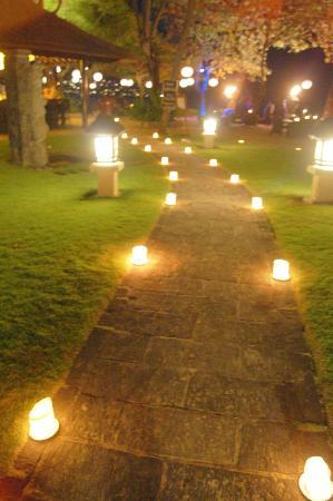 INTERCONTINENTAL Bali Resort: candles at night