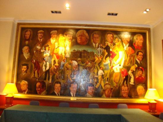 ماكدونالد روساكس هوتل: several paintings of great golfers in reception rooms 