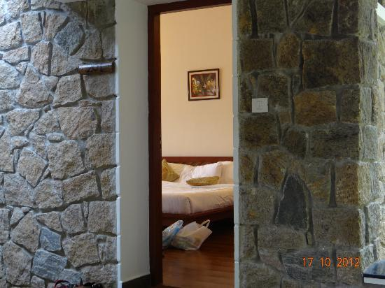 Kaivalyam Retreat: Entry to room