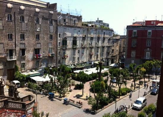 """Résultat de recherche d'images pour """"piazza Bellini Naples"""""""
