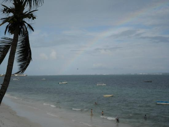 Voyager Beach Resort: rainbow over the indian ocean