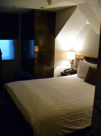 The Hide London: The room