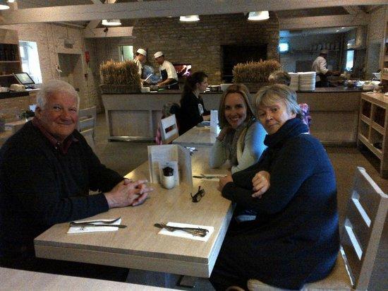 Daylesford Cafe: Wendy, Ken and Amanda in the restaurant