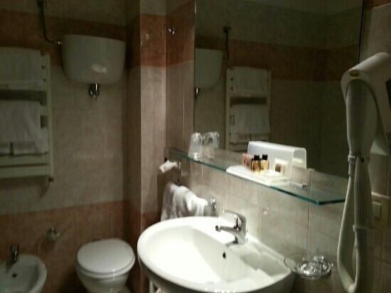 Hotel Gio' Wine e Jazz Area: bagno stanza standard