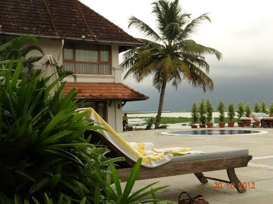 Lemon Tree Vembanad Lake Resort: Pool view