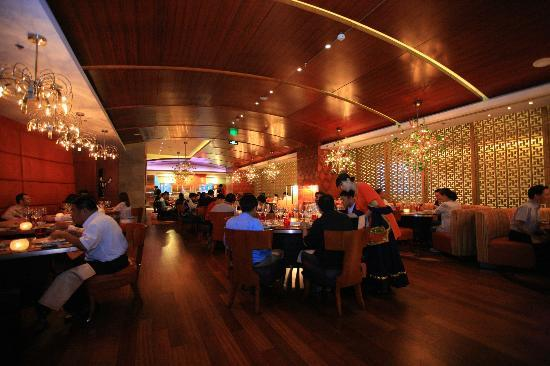 Tadka Rasoi Indian Restaurant: evening ambeince