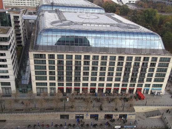 Radisson Blu Hotel, Berlin: View of Hotel from Cathedral