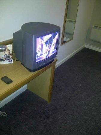 Premier Inn Derby East Hotel: 2012 and this tv is still around but does have free view
