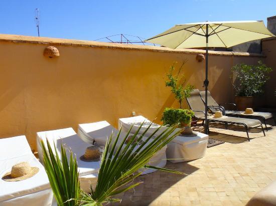 Riad Limouna: Bains de soleil