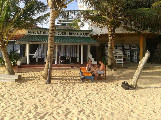 Neela's Guesthouse & Beach Restaurant: пляж