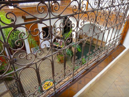 Travail d'artisan ferronnier au Riad Limouna