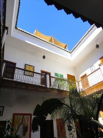 Sous le ciel du patio du Riad Limouna