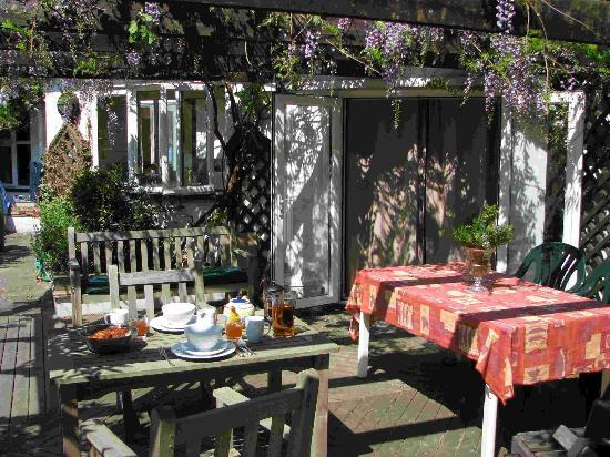 NumberFortySeven B&B: Al Fresco dining
