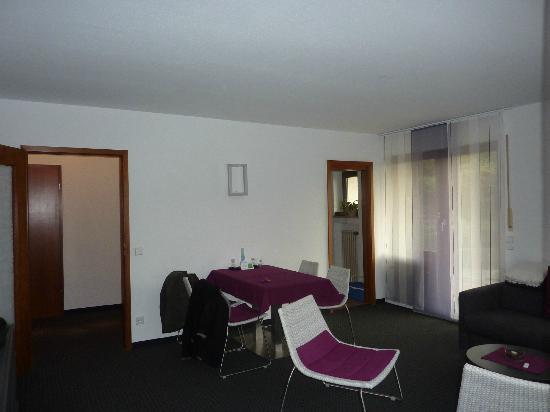 Appartement-Hotel im Weingarten: salle à manger chambre