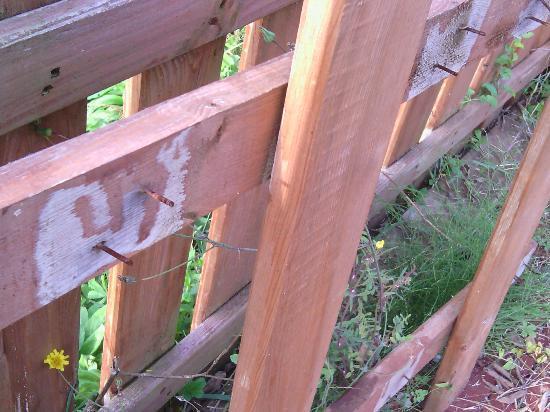 Can Güell Hotel Resort: clavos en el parque infantil