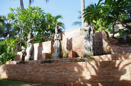 Bali Mandira Beach Resort & Spa: Statues near the pool area
