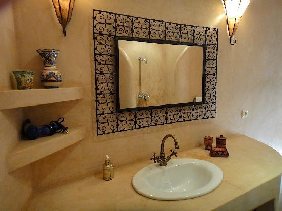 Riad Limouna: Détail salle de bain